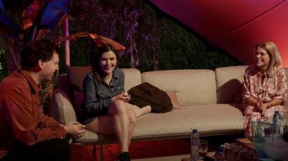 Karen Damen maakt talkshow 'Karentaine' in achtertuin