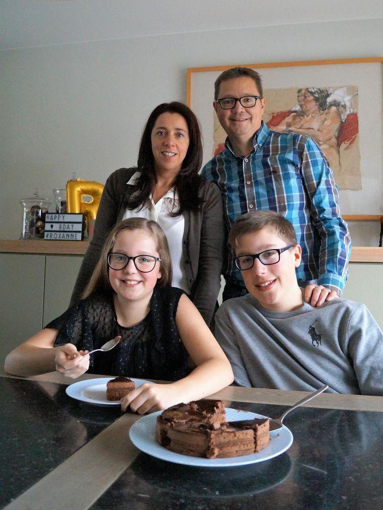Nele Deceuninck, Lieven Decock, Roxanne (11) en haar oudere broer Brecht (13).