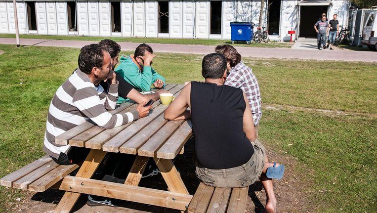 Asielzoekers in het azc in Dronten. Beeld null