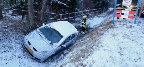 Gladheid zorgt voor botbreuken en schade aan auto's