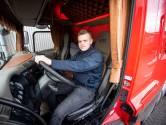 Joran uit Rijssen mag 2 dagen na z'n 18e verjaardag al vrachtwagen rijden: 'Mooiste dat er is'