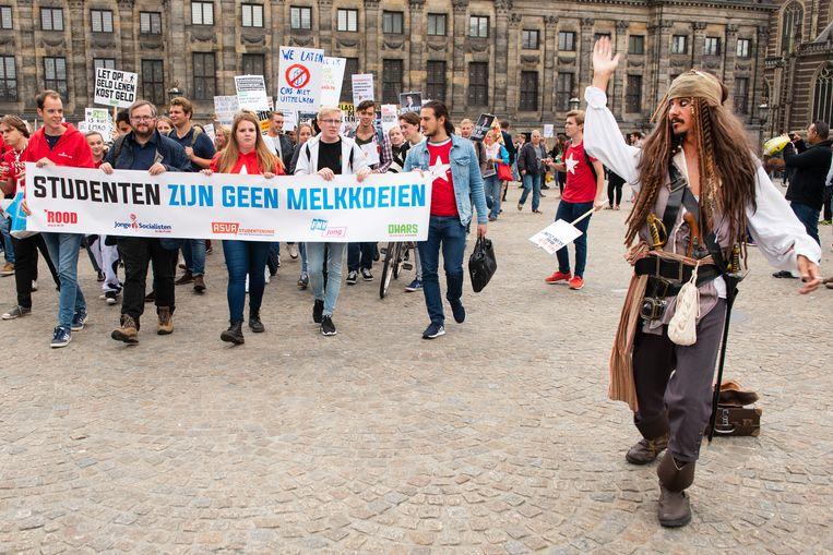 Studentenprotest op de Dam tegen het plan van minister Van Engelshoven om studenten meer rente te laten betalen op studieleningen (2018). Beeld ANP