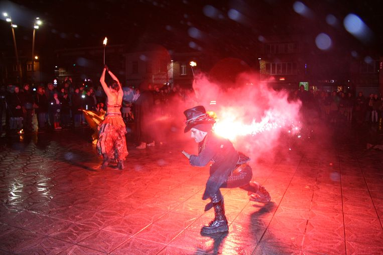 Met een optreden van de groep Mystic Fire Theatre is WinterWakker op gang geschoten
