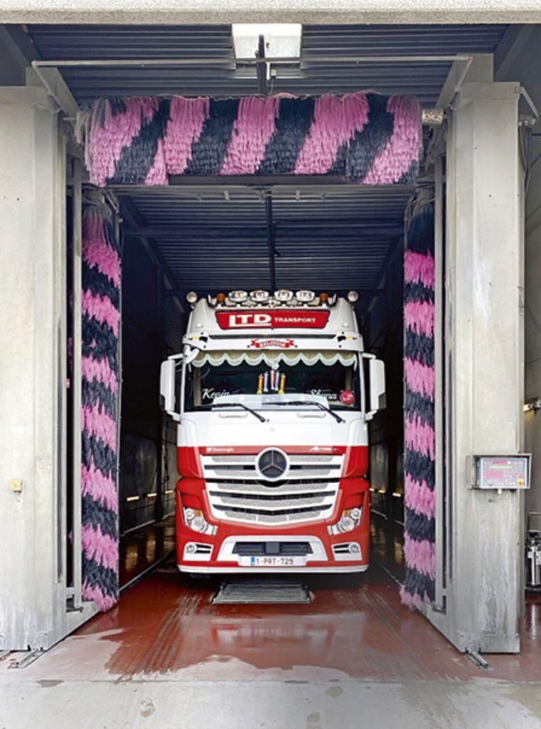 Een wekelijks bezoek aan de truckwash.