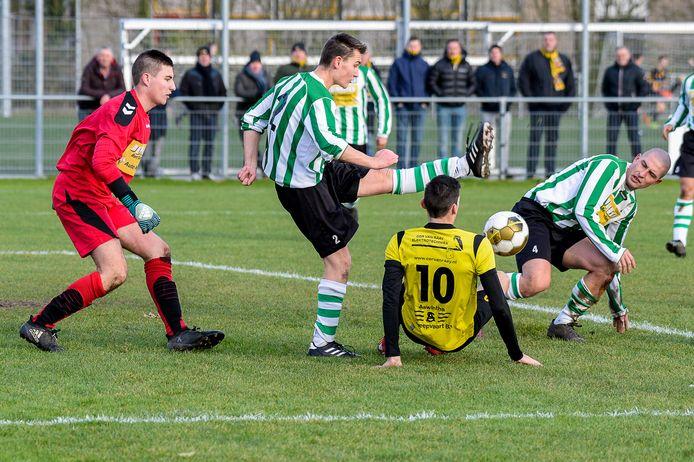WHS (groen-wit) won zaterdag bij Stavenisse.