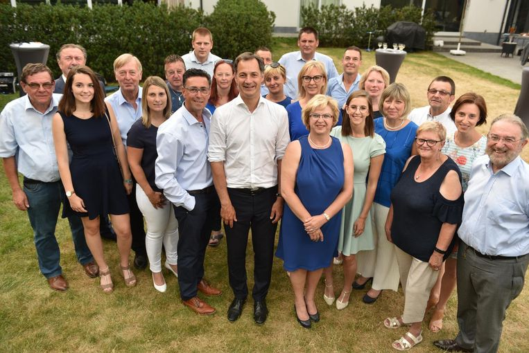 De kandidaten van Open Vld. Stefaan Devleeschouwer maakt zijn politieke comeback met een derde plaats op de lijst.