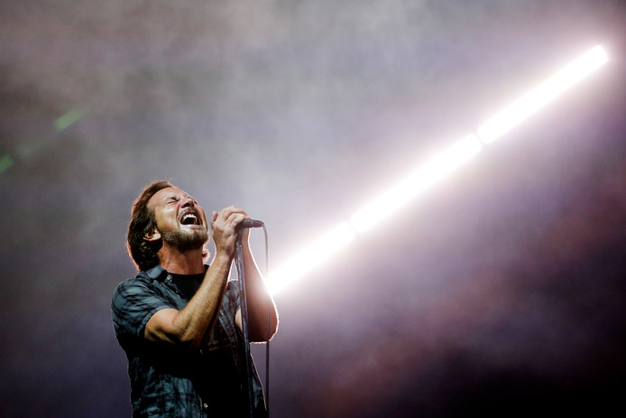 Eddie Vedder tijdens een optreden op een festival in Portugal.