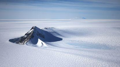 Bijna 100 nieuwe vulkanen ontdekt onder ijskap van Antarctica, maar zijn ze ook gevaarlijk?