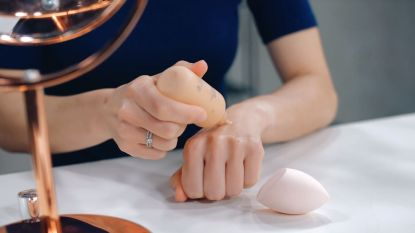 1-minuut beautytip: zo breng je het best foundation aan als je last hebt van droge plekjes