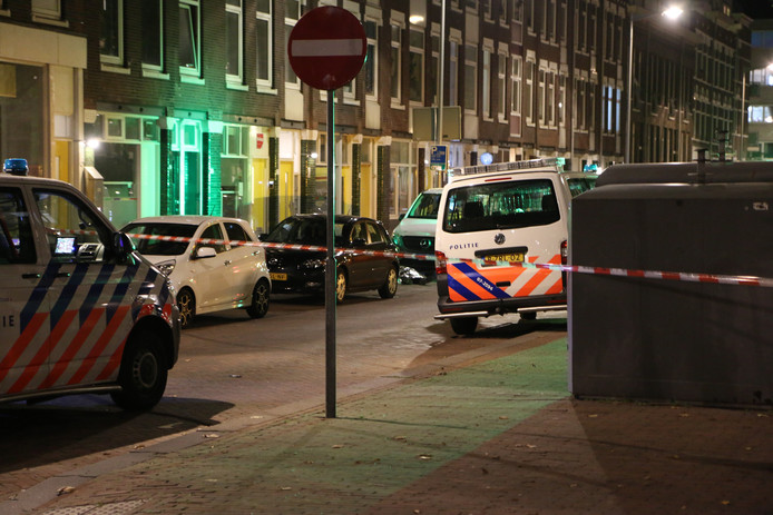Bij een schietpartij op Rotterdam-Katendrecht is één dode gevallen.