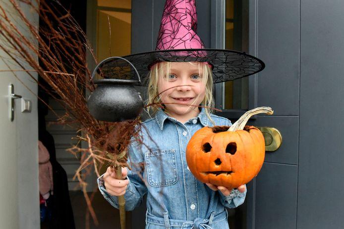 Halloween nadert. Woerdense Anna Rodenburg is er klaar voor.