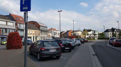 Pierets De Colvenaerplein krijgt twee parkeerplaatsen voor kortparkeren