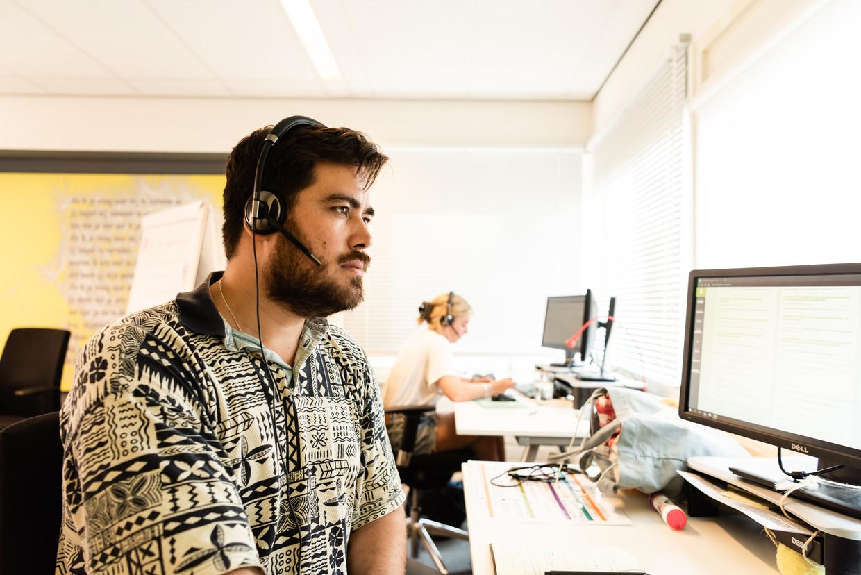 Vrijwilliger Taro Lennaerts verbaast zich bij De Kindertelefoon vaak over de zelfredzaamheid van kinderen.  Beeld null