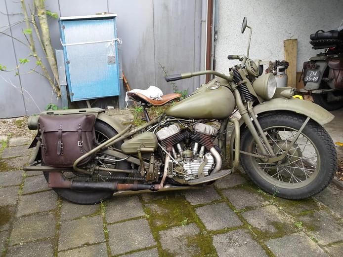 Deze groene Harley Davidson van het Amerikaanse leger uit de Tweede Wereldoorlog werd uit de garagebox in Nieuwegein-Zuid gestolen.