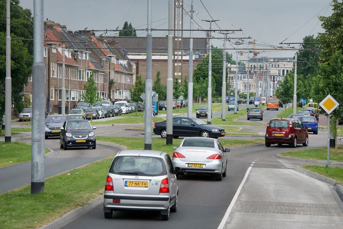 Doorgaand verkeer dat nu nog via de centrumwegen in Arnhem zijn weg van A naar B tracht te vinden, moet in de toekomst meer om de stad heen worden geleid.