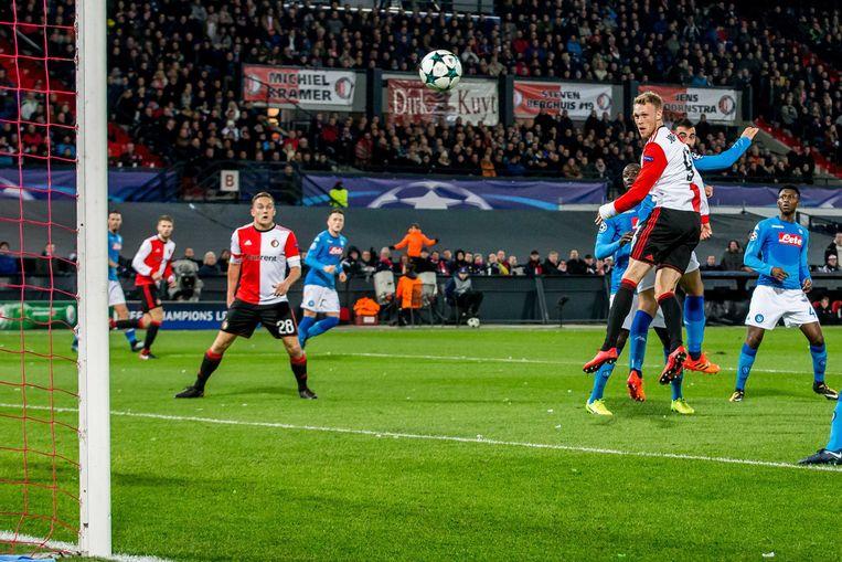 Uit een voorzet van Steven Berghuis scoort Nicolai Jorgensen voor Feyenoord met een kopbal: 1-1. Beeld ANP Pro Shots