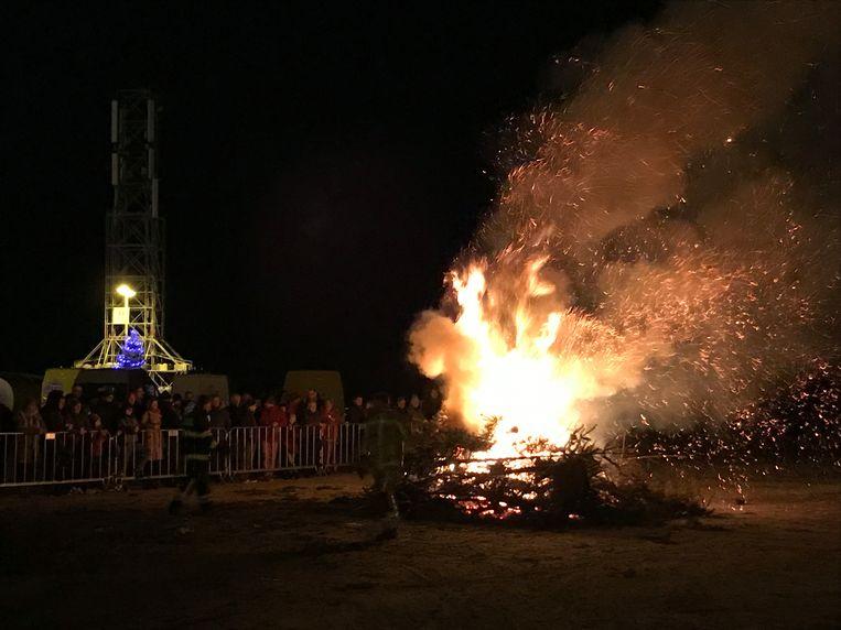 De kerstboomverbranding van Middelkerke lokte heel wat kijklustigen.