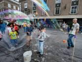Straatartiest op de bon geslingerd voor bellenblazen in Eindhoven