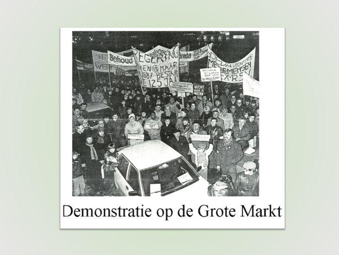 Protest op de Grote Markt van personeel van Backer & Rueb.