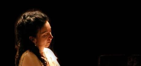 Braziliaanse pianovirtuoos Eliane Rodrigues speelt in Budel-Dorplein