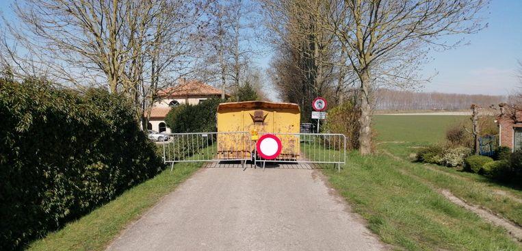 De grens aan de Olmendijkweg.