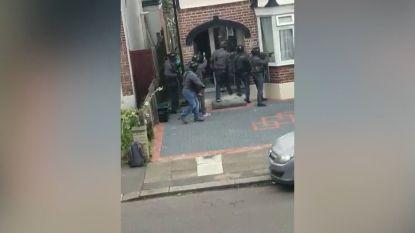 Politie bestormt huis en breekt deur open met kettingzaag