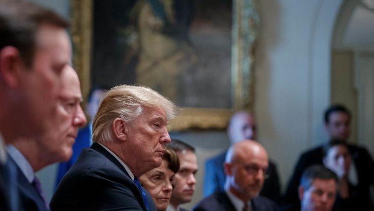 President Trump tijdens de bijeenkomst in de Cabinet Room van het Witte huis. Beeld EPA