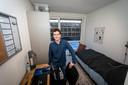 De 300 tijdelijke studentenwoningen in Eindhoven wordn in gebruik genomen. *Wouter Schut* op zijn kamer.