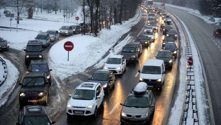 Plotse sneeuwval leidde eind december tot veel chaos op de snelwegen naar de Franse skistations. Tientallen automobilisten moesten zelfs in hun wagen overnachten.