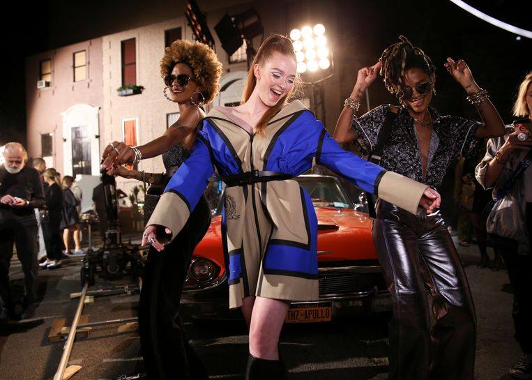 Dansende modellen tijdens de Fashion Week in New York.  Beeld Reuters