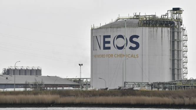 """Chemiereus Ineos steekt helft van Antwerpse miljardeninvestering in koelkast: """"We zetten nu even alles op ethaankraker"""""""