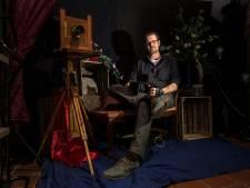 Deze fotograaf zweert bij het oude handwerk: 'Ontwikkelen op papier is het echte ambacht'