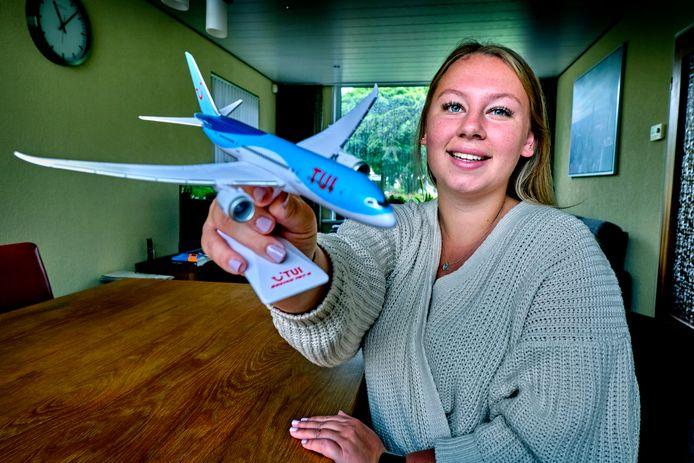 """Denice Naaktgeboren moest noodgedwongen op zoek naar ander werk. ,,Dat ik als stewardess in de zorg zou werken, wie had dat gedacht?"""""""