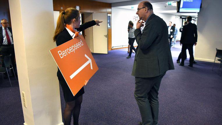 Accountants leggen hun nieuwe beroepseed af, woensdag in Amsterdam. Beeld Marcel van den Bergh
