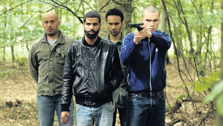 Onder invloed van de charismatische leider Djamel maken een paar jongens in de film 'La Désintégration'uit Lille kennis met de 'ware islam'. Beeld