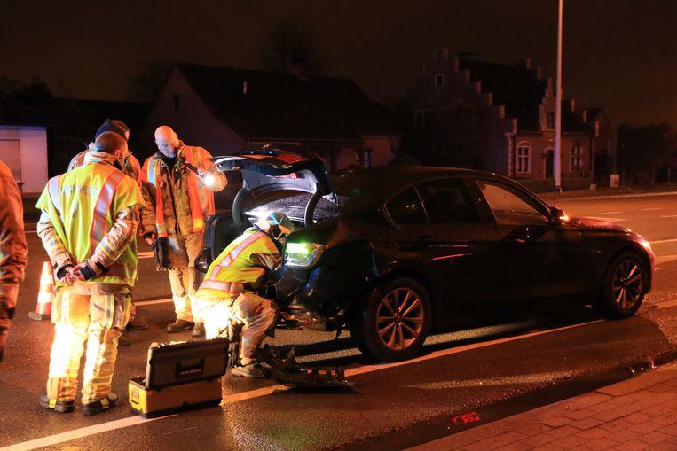 De brandweer moest een batterij afkoppelen in de koffer van de BMW.