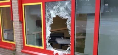 Beeldscherm uit school Wijchen gestolen, politie zoekt getuigen