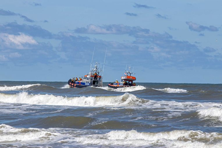 Bij Ameland wordt al dagen langs de kust gezocht naar het 14-jarige meisje.