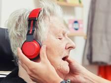 iPod met lievelingsmuziek helpt dementerende ouderen in Zevenaar