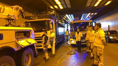 Drie kwartier aanschuiven door ongeval in Kennedytunnel richting Gent