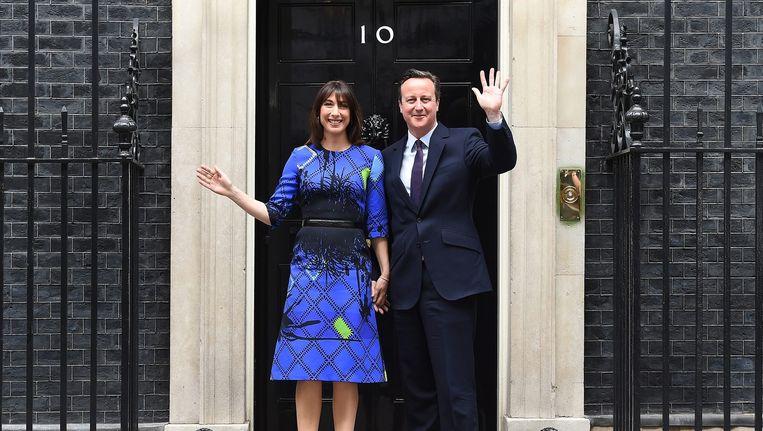 David Cameron met zijn vrouw op Downing Street 10. Beeld epa