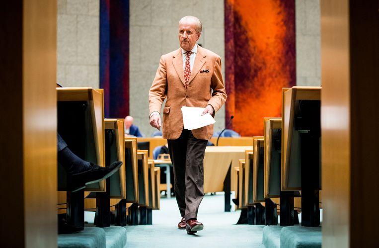 Kamerlid Theo Hiddema met een licht jasje en donkere broek.  Beeld ANP