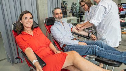 Personeelsleden Skyline en Boucherie doneren samen bloed op de werkvloer