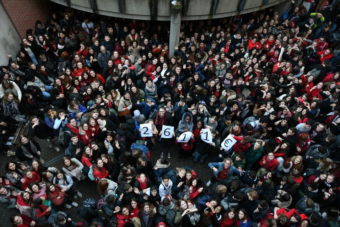 Sancta Maria Leuven kleurt rood voor Rode Neuzendag