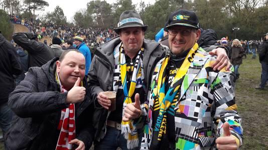 Chris van Gorp (rechts) is samen met andere Vlaamse fans van Corné van Kessel naar het NK in Huijbergen gekomen.