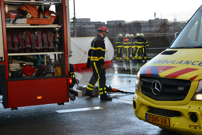 Zwaar ongeluk op A16 bij Breda-Noord.