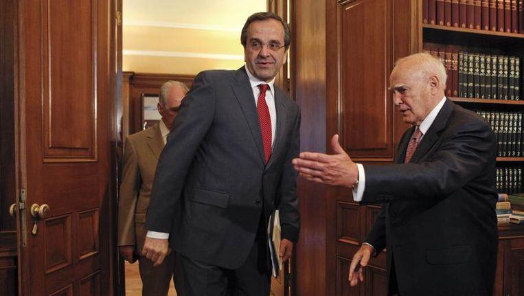 Antonis Samaras (L) en president Karolos Papoulias. Beeld null