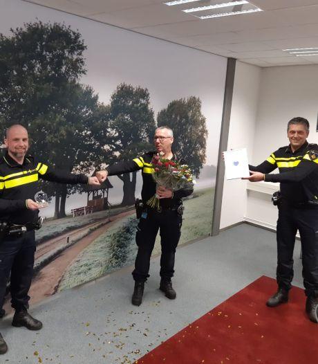 Politiekorps eert Tubbergse collega Peter Withag met Blauw Hart