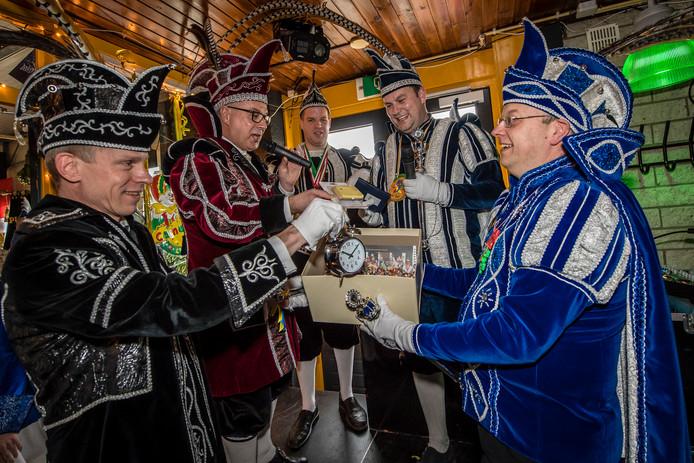 Prinsen carnaval Halderberge vorig jaar bijeen. Voor prins Baarug (derde van links) komt zaterdagavond een opvolger.