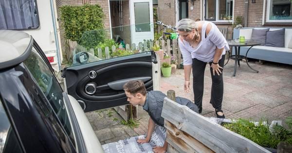 Gehandicapte Thomas (13) hoeft niet langer te kruipen naar de auto